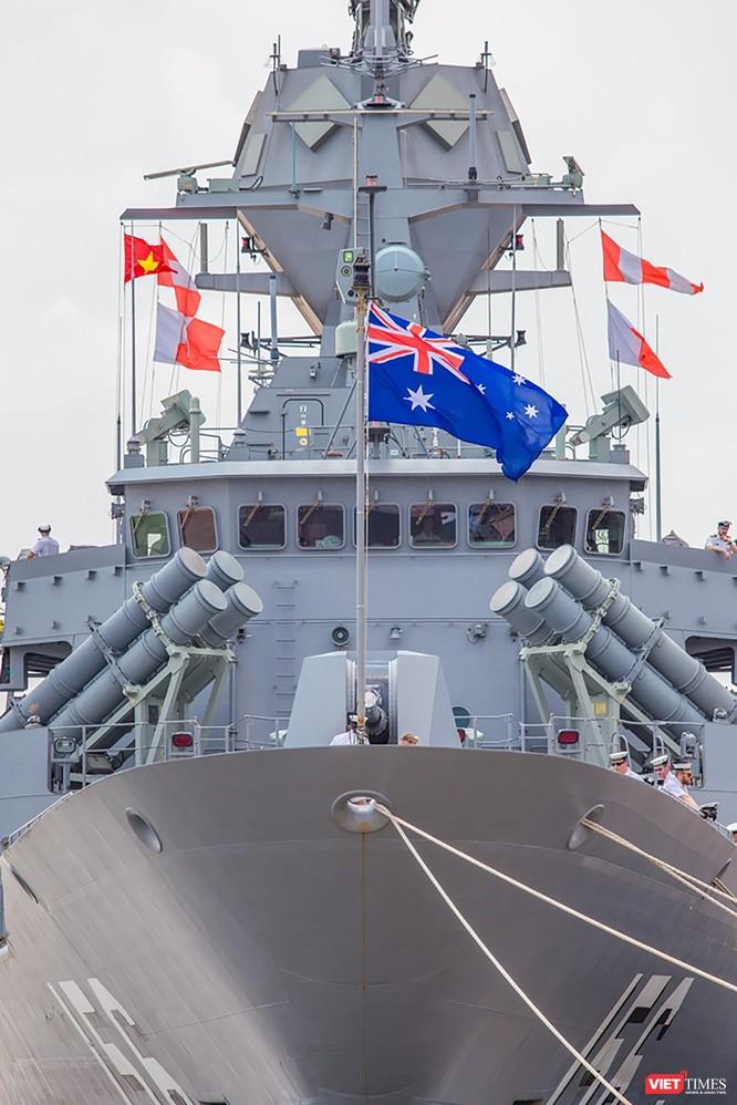 Đội tàu Hải quân Hoàng Gia Australia đến thăm TP.HCM ảnh 10
