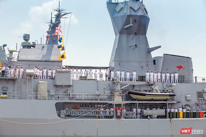 Đội tàu Hải quân Hoàng Gia Australia đến thăm TP.HCM ảnh 7
