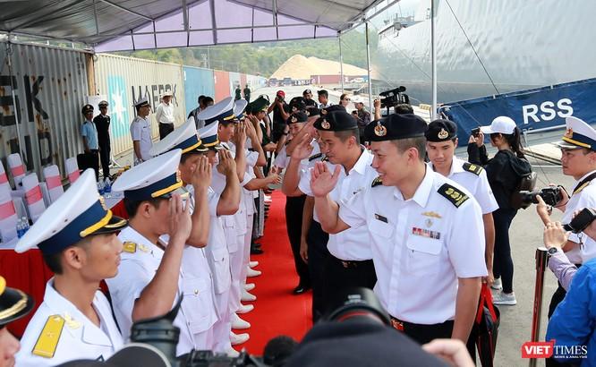 Tàu khu trục RSS INTREPID-Hải quân Singapore đã đến Đà Nẵng ảnh 5