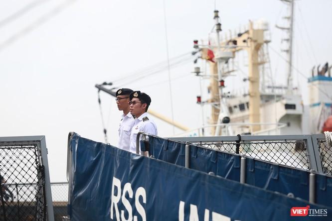 Tàu khu trục RSS INTREPID-Hải quân Singapore đã đến Đà Nẵng ảnh 14