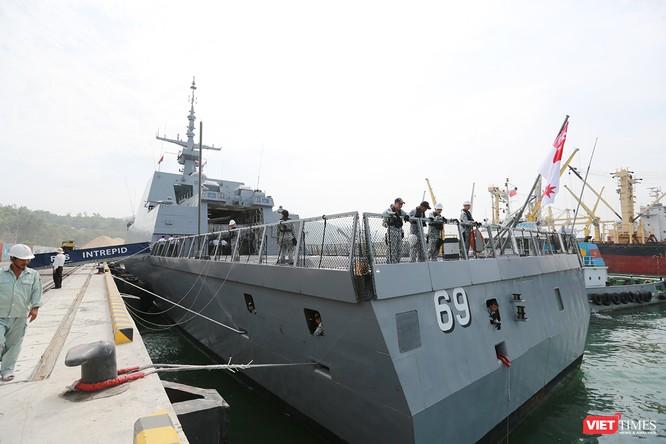 Tàu khu trục RSS INTREPID-Hải quân Singapore đã đến Đà Nẵng ảnh 9