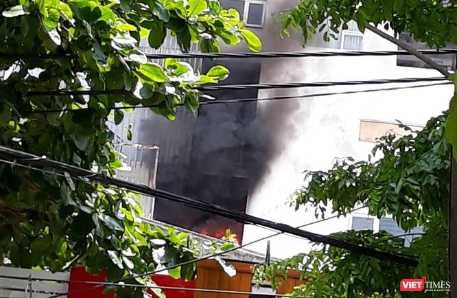 Đà Nẵng: Cháy ở chung cư Fhome, hàng trăm người hốt hoảng tháo chạy ảnh 1