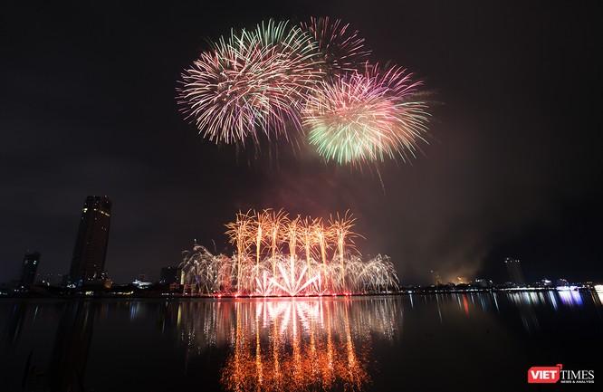 Khai hội pháo hoa Đà Nẵng: Mở lòng hòa cùng niềm vui chung cả nước ảnh 15
