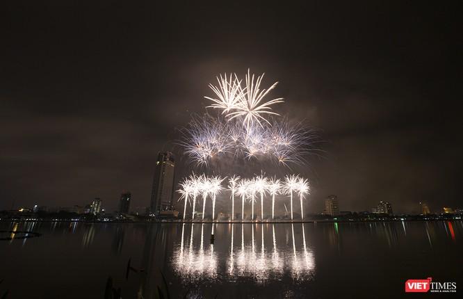 Khai hội pháo hoa Đà Nẵng: Mở lòng hòa cùng niềm vui chung cả nước ảnh 25