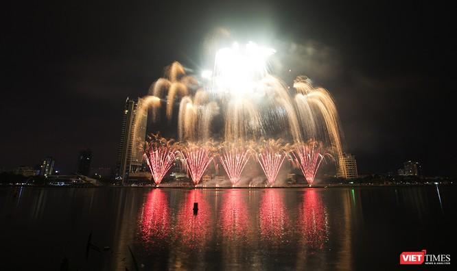 Khai hội pháo hoa Đà Nẵng: Mở lòng hòa cùng niềm vui chung cả nước ảnh 18