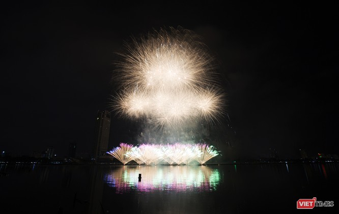 Khai hội pháo hoa Đà Nẵng: Mở lòng hòa cùng niềm vui chung cả nước ảnh 19