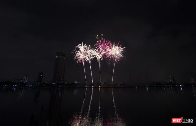 Khai hội pháo hoa Đà Nẵng: Mở lòng hòa cùng niềm vui chung cả nước ảnh 17