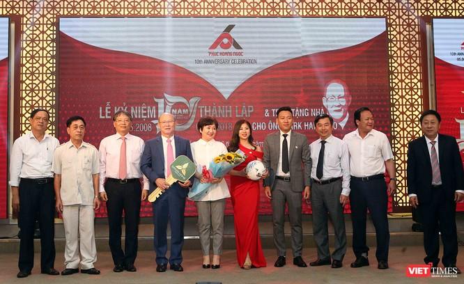 HLV U23 Park Hang Seo cùng phu nhân đến Đà Nẵng nhận trao tặng nhà ảnh 1