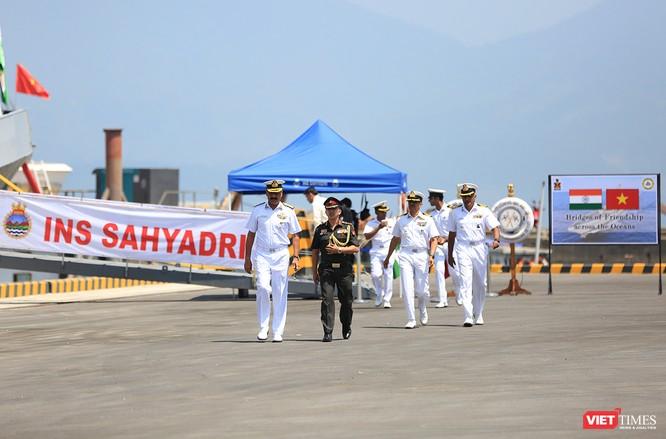 Đội tàu Hải quân Ấn Độ và gần 1.000 binh sĩ cập cảng Đà Nẵng ảnh 1