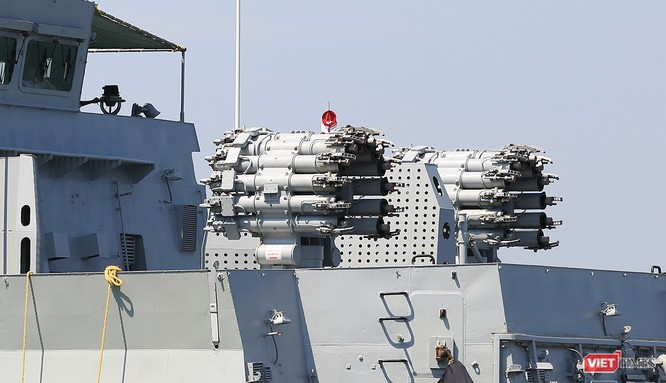 """Sức mạnh của tàu hộ vệ tên lửa INS Kamorta và """"siêu hậu cần"""" INS Shakti-Hải quân Ấn Độ ở Đà Nẵng ảnh 9"""