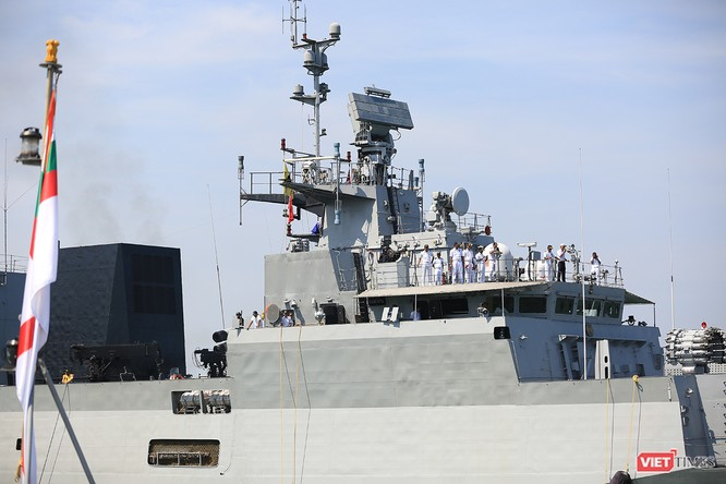 """Sức mạnh của tàu hộ vệ tên lửa INS Kamorta và """"siêu hậu cần"""" INS Shakti-Hải quân Ấn Độ ở Đà Nẵng ảnh 12"""