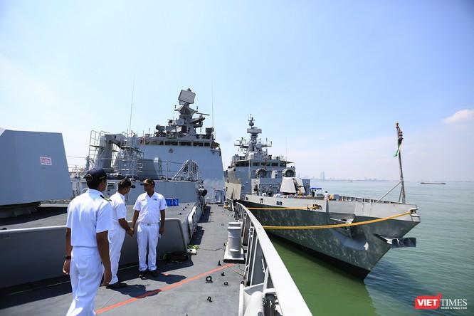 """Sức mạnh của tàu hộ vệ tên lửa INS Kamorta và """"siêu hậu cần"""" INS Shakti-Hải quân Ấn Độ ở Đà Nẵng ảnh 17"""