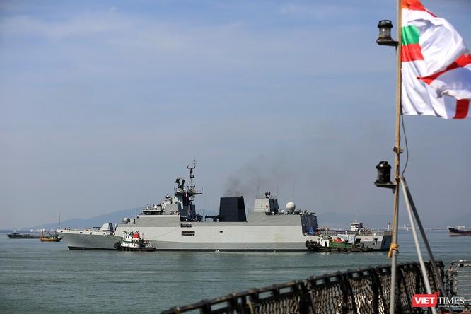 """Sức mạnh của tàu hộ vệ tên lửa INS Kamorta và """"siêu hậu cần"""" INS Shakti-Hải quân Ấn Độ ở Đà Nẵng ảnh 1"""