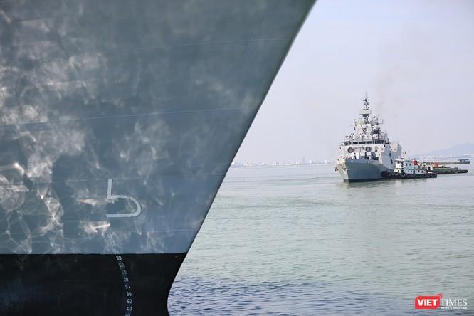 """Sức mạnh của tàu hộ vệ tên lửa INS Kamorta và """"siêu hậu cần"""" INS Shakti-Hải quân Ấn Độ ở Đà Nẵng ảnh 3"""