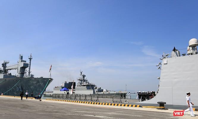 """Sức mạnh của tàu hộ vệ tên lửa INS Kamorta và """"siêu hậu cần"""" INS Shakti-Hải quân Ấn Độ ở Đà Nẵng ảnh 7"""