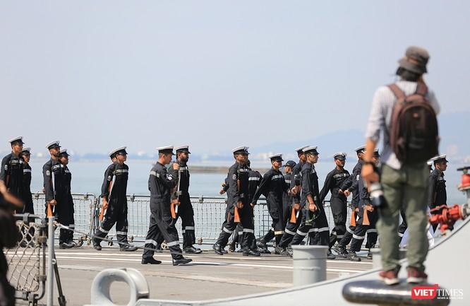 Cận cảnh chiến hạm INS Sahyadri (F-49) của Hải quân Ấn Độ tại Đà Nẵng ảnh 15