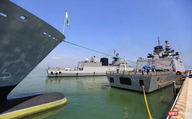 Cận cảnh chiến hạm INS Sahyadri (F-49) của Hải quân Ấn Độ tại Đà Nẵng ảnh 16