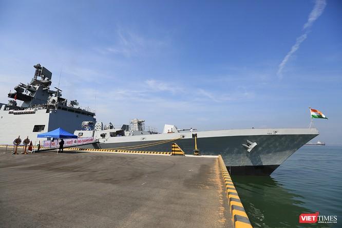 Cận cảnh chiến hạm INS Sahyadri (F-49) của Hải quân Ấn Độ tại Đà Nẵng ảnh 2