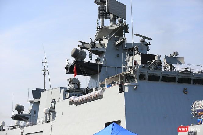 Cận cảnh chiến hạm INS Sahyadri (F-49) của Hải quân Ấn Độ tại Đà Nẵng ảnh 5