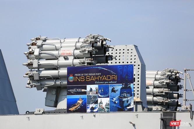 Cận cảnh chiến hạm INS Sahyadri (F-49) của Hải quân Ấn Độ tại Đà Nẵng ảnh 6
