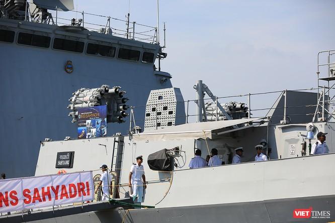 Cận cảnh chiến hạm INS Sahyadri (F-49) của Hải quân Ấn Độ tại Đà Nẵng ảnh 1