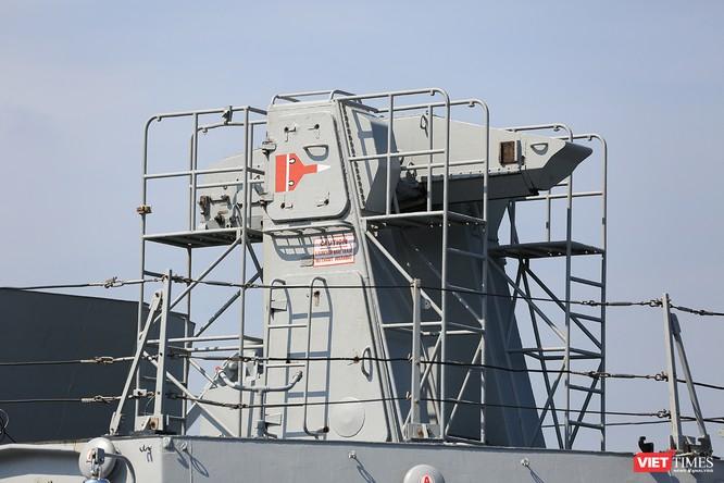 Cận cảnh chiến hạm INS Sahyadri (F-49) của Hải quân Ấn Độ tại Đà Nẵng ảnh 8