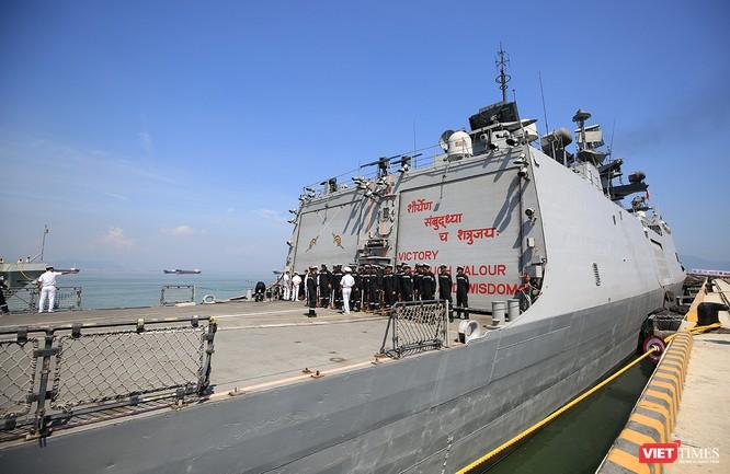 Cận cảnh chiến hạm INS Sahyadri (F-49) của Hải quân Ấn Độ tại Đà Nẵng ảnh 10