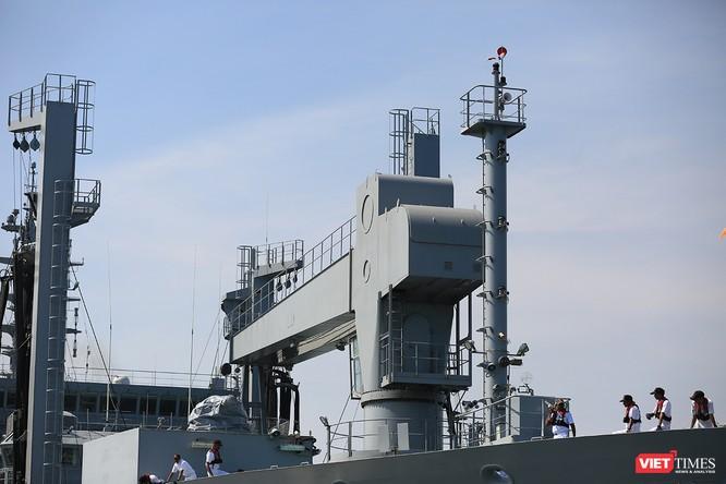 """Sức mạnh của tàu hộ vệ tên lửa INS Kamorta và """"siêu hậu cần"""" INS Shakti-Hải quân Ấn Độ ở Đà Nẵng ảnh 27"""