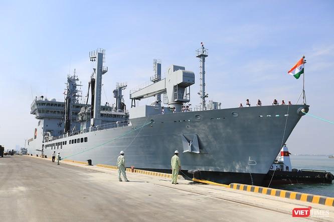 """Sức mạnh của tàu hộ vệ tên lửa INS Kamorta và """"siêu hậu cần"""" INS Shakti-Hải quân Ấn Độ ở Đà Nẵng ảnh 19"""