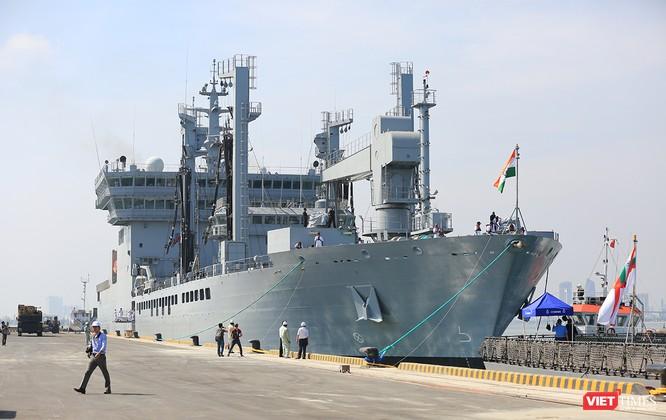 """Sức mạnh của tàu hộ vệ tên lửa INS Kamorta và """"siêu hậu cần"""" INS Shakti-Hải quân Ấn Độ ở Đà Nẵng ảnh 31"""