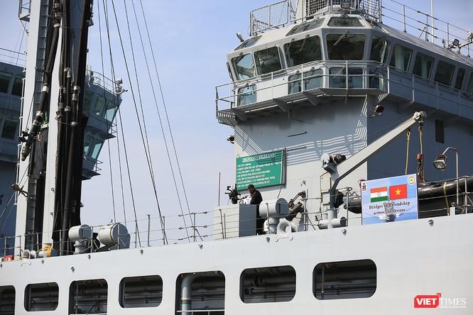 """Sức mạnh của tàu hộ vệ tên lửa INS Kamorta và """"siêu hậu cần"""" INS Shakti-Hải quân Ấn Độ ở Đà Nẵng ảnh 23"""