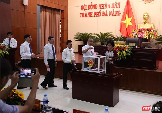 Những khoảnh khắc phiên bầu nhân sự chủ chốt của thành phố Đà Nẵng ảnh 11