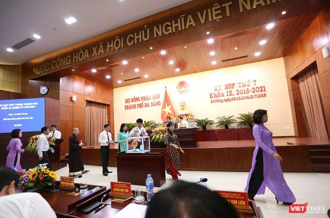 Những khoảnh khắc phiên bầu nhân sự chủ chốt của thành phố Đà Nẵng ảnh 20