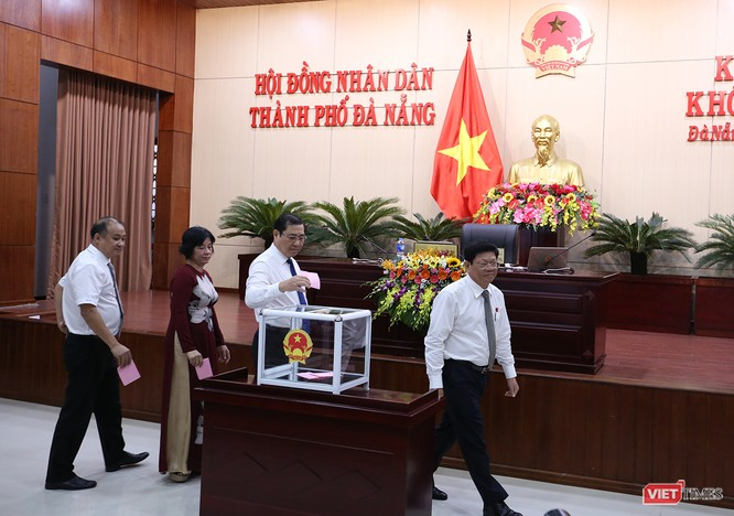 Những khoảnh khắc phiên bầu nhân sự chủ chốt của thành phố Đà Nẵng ảnh 10