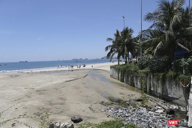 """Bãi biển Đà Nẵng """"ngộ độc"""" nước thải thế nào - Kỳ 1 ảnh 1"""