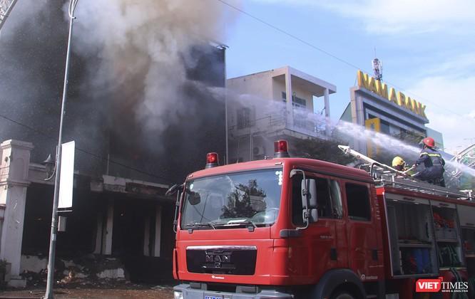 Đang sửa chữa, Câu lạc bộ đêm giữa trung tâm Đà Nẵng bùng cháy dữ dội ảnh 2
