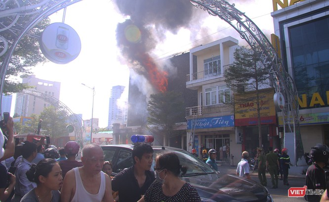 Đang sửa chữa, Câu lạc bộ đêm giữa trung tâm Đà Nẵng bùng cháy dữ dội ảnh 3