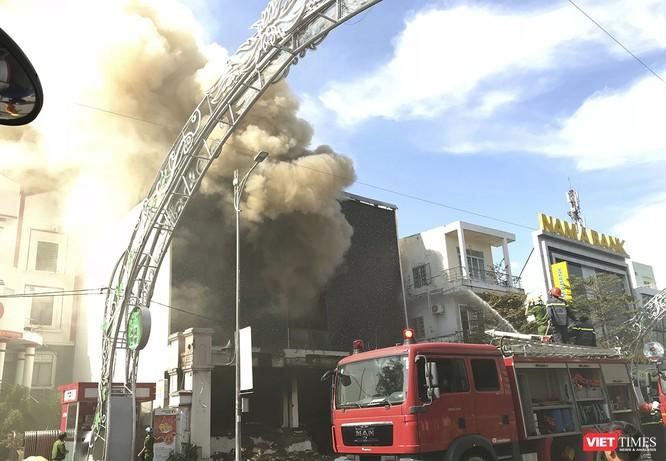 Đang sửa chữa, Câu lạc bộ đêm giữa trung tâm Đà Nẵng bùng cháy dữ dội ảnh 4