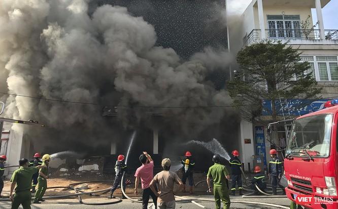 Đang sửa chữa, Câu lạc bộ đêm giữa trung tâm Đà Nẵng bùng cháy dữ dội ảnh 5