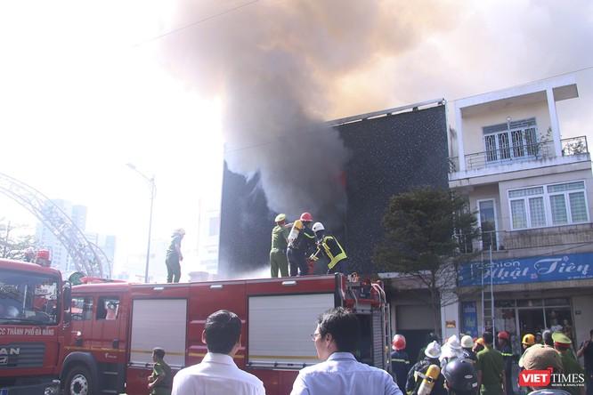 Đang sửa chữa, Câu lạc bộ đêm giữa trung tâm Đà Nẵng bùng cháy dữ dội ảnh 6