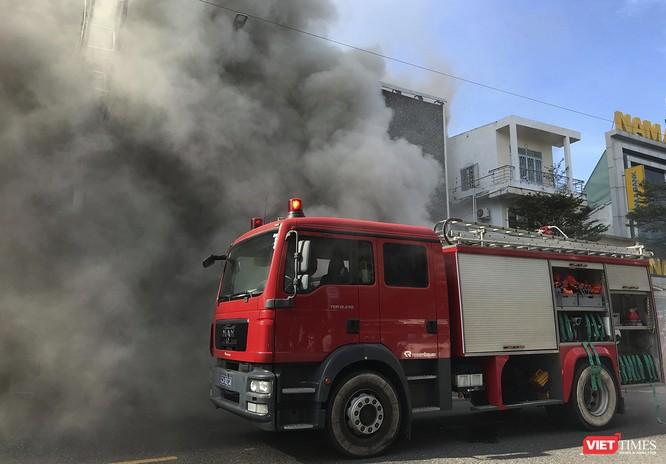 Đang sửa chữa, Câu lạc bộ đêm giữa trung tâm Đà Nẵng bùng cháy dữ dội ảnh 7