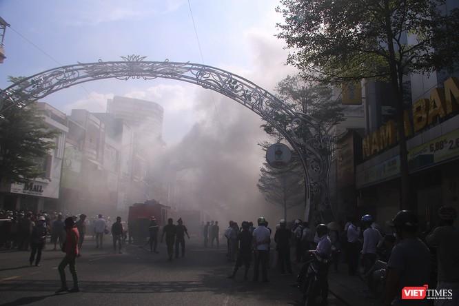 Đang sửa chữa, Câu lạc bộ đêm giữa trung tâm Đà Nẵng bùng cháy dữ dội ảnh 8