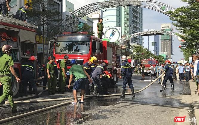 Đang sửa chữa, Câu lạc bộ đêm giữa trung tâm Đà Nẵng bùng cháy dữ dội ảnh 9