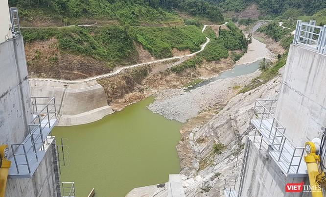 Bị thủy điện chẹn dòng, nước ngọt Đà Nẵng hóa nước mặn ảnh 2