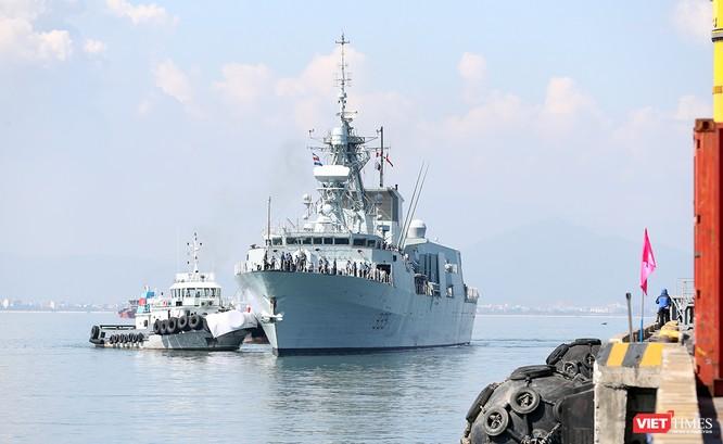Đội tàu Hải quân Hoàng gia Canada Calgary rời Đà Nẵng ảnh 1