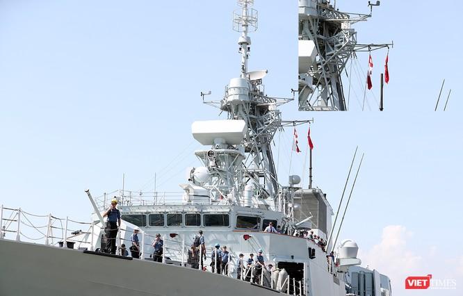 Đội tàu Hải quân Hoàng gia Canada Calgary rời Đà Nẵng ảnh 5