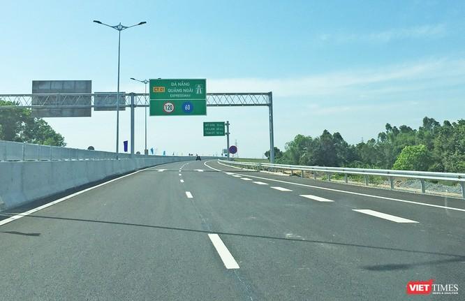 Mới vận hành hơn một tháng, cao tốc hơn 34.000 tỷ đồng Đà Nẵng - Quảng Ngãi đã xuất hiện hố sâu, miếng vá ảnh 2