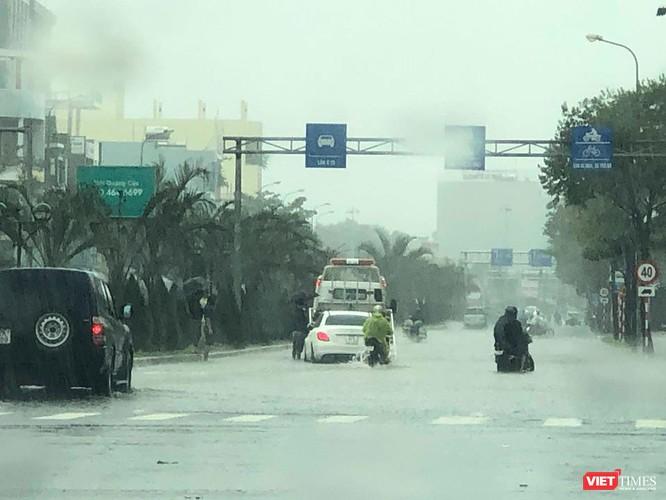 Mưa lớn kéo dài, Đà Nẵng ngập úng nghiêm trọng ảnh 4