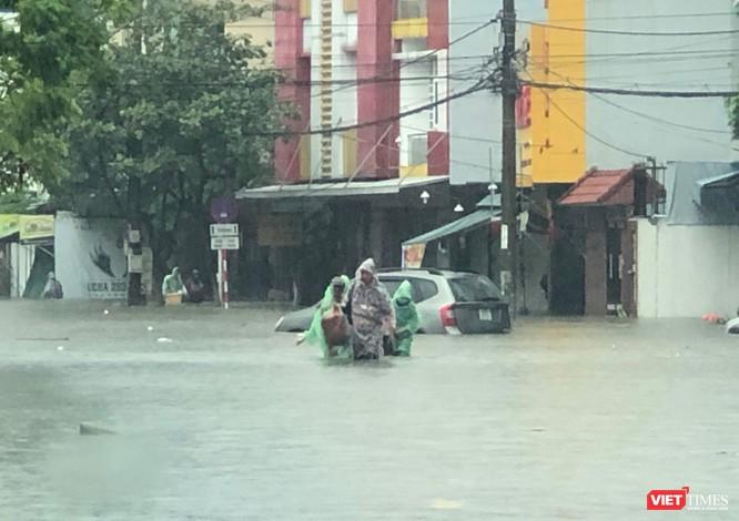 Mưa lớn kéo dài, Đà Nẵng ngập úng nghiêm trọng ảnh 1