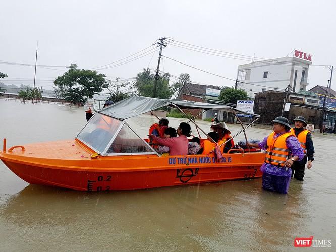 Nghịch lý nước ở Quảng Nam: Hạ du chìm trong ngập lụt chưa từng có, thượng nguồn thiếu nước nghiêm trọng nhất từ trước đến nay ảnh 1